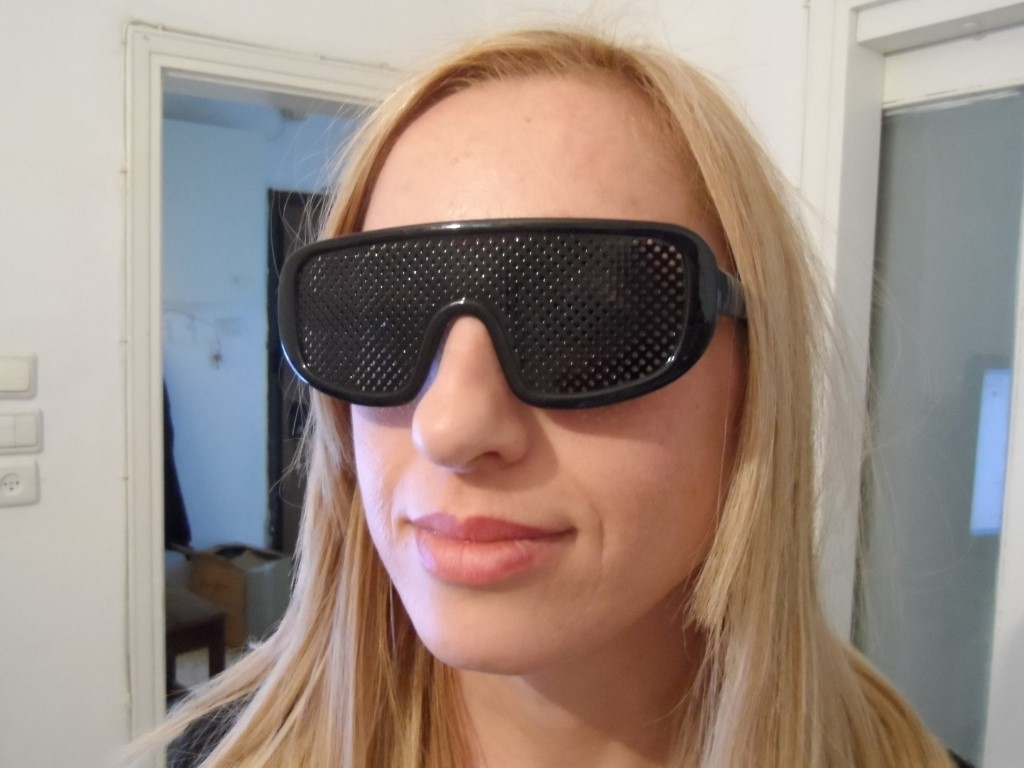pinhole glasses hip